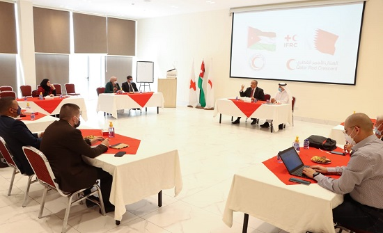 بحث التعاون بين الحركة الدولية للصليب الأحمر والهلال الأحمر