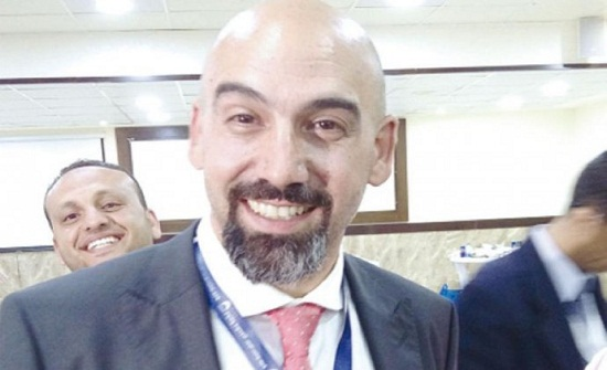 نقيب الصيادلة يسلم راية مؤتمر الصيادلة الدولي لتركيا