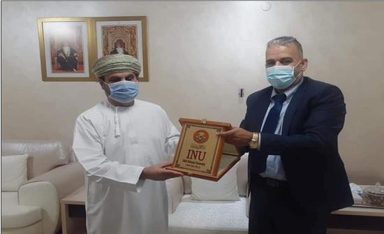 رئيس جامعة إربد الأهلية يزور السفارة العمانية