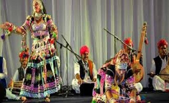 فرقة راجستاني الهندية تقدم عرضا فنيا في إربد