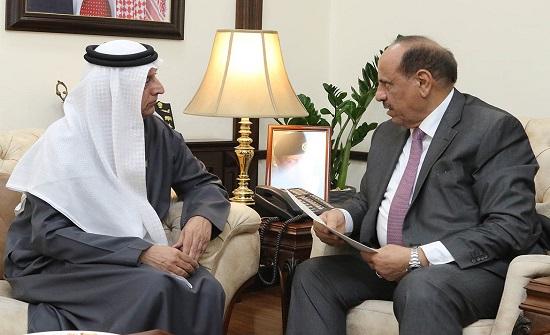 وزير الداخلية يتسلم دعوة رسمية لزيارة الامارات