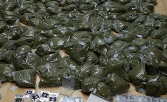 بالصور : ضبط 22  شخصاً بحوزتهم مواد مخدرة و7 أسلحة نارية