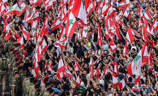 تجدد قطع الطرق في لبنان بعد ليل متوتر ومواجهات بالشارع