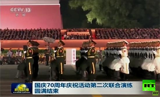 شاهد : الصين عشية العيد.. احتفالات ضخمة