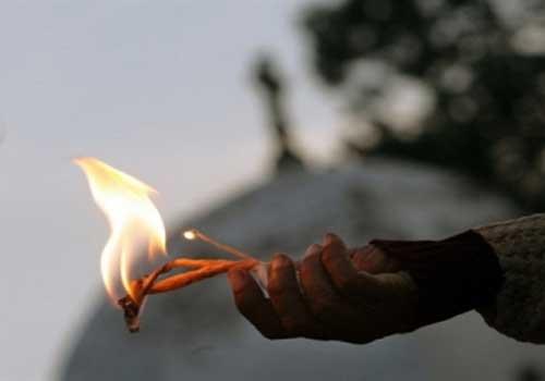 شاب يحاول الانتحار حرقا في عمان