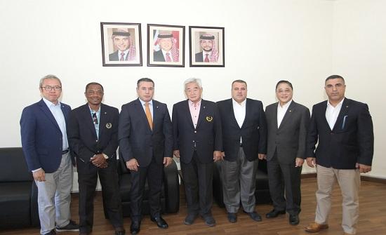 رئيس الاتحاد الدولي للتايكواندو يكرم موظفي الأمانة