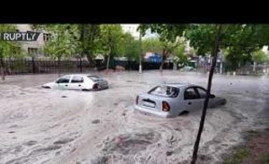 بالفيديو..فيضانات تجتاح العاصمة الأوكرانية بعد أمطار غزيرة