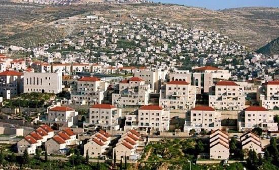 وزير اسرائيلي يتعهد بشرعنة عشرات البؤر الاستيطانية قبل رحيل ترمب