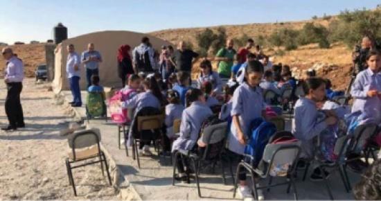 الاحتلال يهدم مدرسة في بلدة عناتا بالقدس