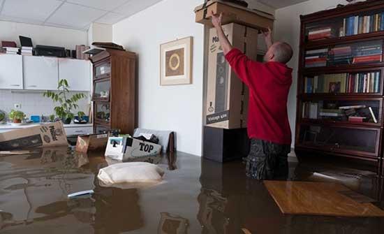 الآلاف يفرّون من منازلهم في هولندا بسبب الفيضانات .. شاهد