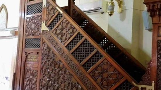 مصر .. فيديو  :  وفاة إمام مسجد أثناء صعوده المنبر لخُطبة الجمعة