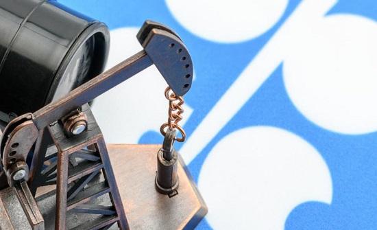 السعودية تحث دول أوبك+ على خفض المزيد من إنتاج النفط