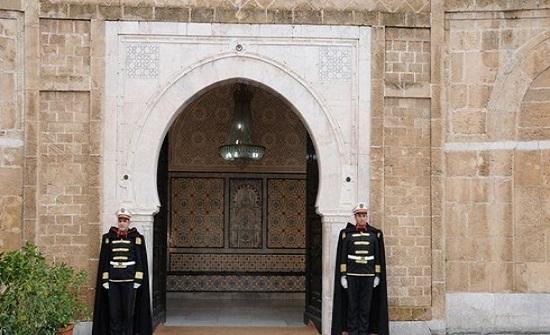 """تسريب 5 أسماء لحكومة تونس.. وعودة وجوه عهد """"بن علي"""""""