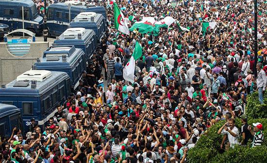 وزير العدل الجزائري: الشعب سيختار رئيسه بكل حرية