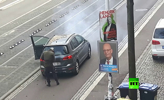فيديو : لحظة إطلاق النار من قبل منفذ هجوم مدينة هالة شرقي ألمانيا
