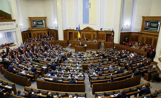 أوكرانيا: البرلمان يجرد أعضاءه من الحصانة