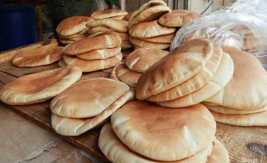 توزيع الخبز على المحتاجين في منشية بني حسن
