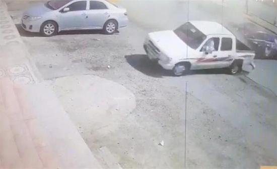 بالفيديو: ضبط مفحط صدم مركبة ولاذ بالفرار بالسعودية