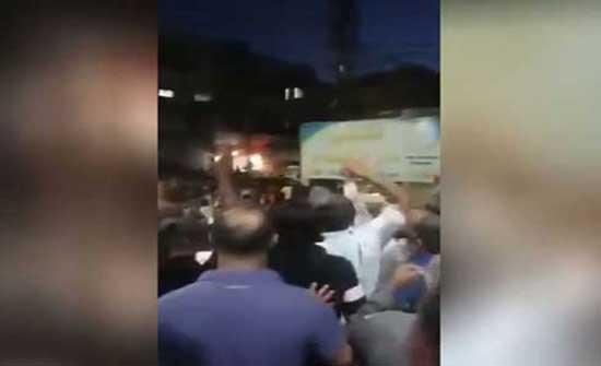 """مقتل مدني في إطلاق """"ي ب ك"""" النار على متظاهرين في منبج السورية .. بالفيديو"""