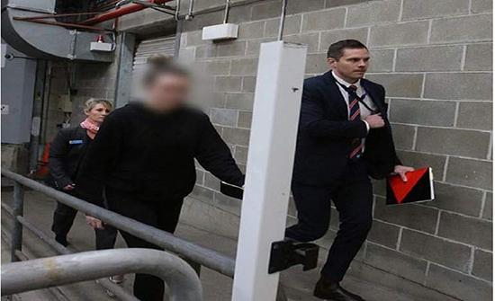 متلبسة بصور ومحادثات .. اتهام معلمة استرالية بالاعتداء على طفل عمره 14 عامًا
