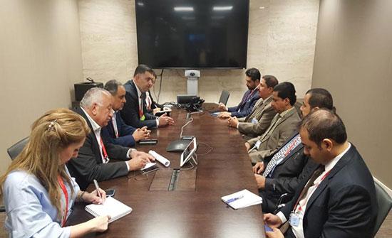 وزير العمل يبحث تشغيل الأردنيين مع نظيره العماني