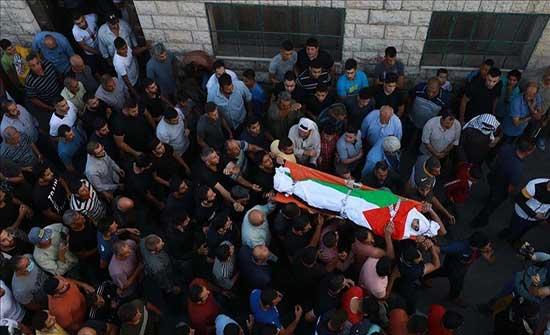 رام الله.. تشييع فلسطيني استشهد برصاص حارس مستوطنة إسرائيلي