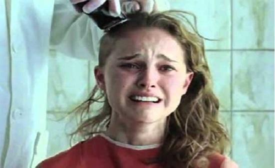 بنقلادش : رجل يحلق رأس زوجته .. بعد ان وجد شعره في الأكل