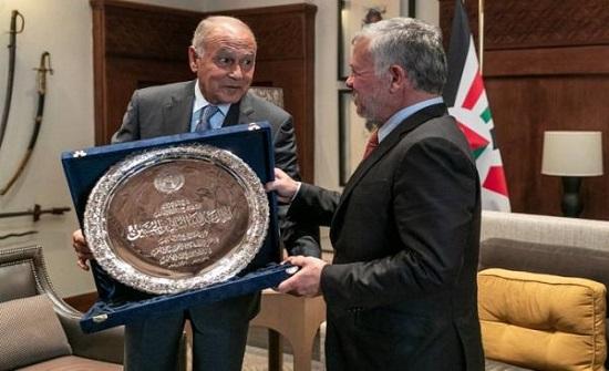 بالفيديو والصور : الجامعة العربية تمنح الملك درع العمل التنموي