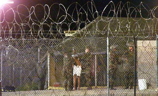 إدارة بايدن: نهدف إلى إغلاق قاعدة غوانتانامو