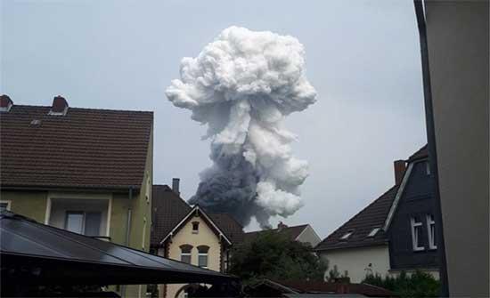 انفجار أعقبه حريق ضخم في مجمع للكيماويات غربي ألمانيا .. بالفيديو