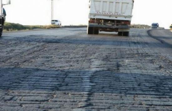 مصدر يوضح حقيقة اختلاس 330 مليون دولار خلال صيانة الطريق الصحراوي