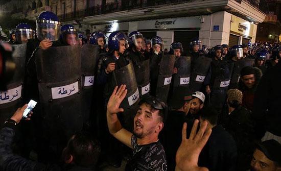 الجزائر العاصمة.. تجدد مسيرات الطلبة وصدامات مع الشرطة