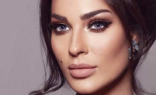 فستان جلد جريء.. نادين نجيم تخطف الأنظار بإطلالة مثيرة