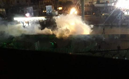 بالفيديو : لبنان.. 6 إصابات باشتباكات بين معتصمين والجيش في عكار