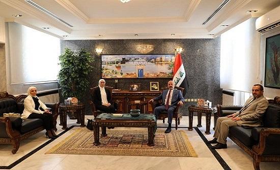 الجامعة الأردنية والسفارة العراقية تناقشان شؤون الطلبة العراقيين