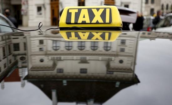 إربد :  4 أشخاص يعتدون على سائق تاكسي ويسلبونه