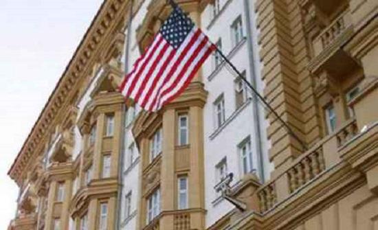 السفارة الأمريكية في موسكو تخفض الخدمات القنصلية