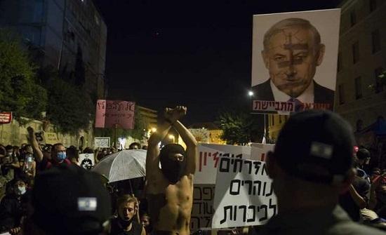 """نجل نتنياهو يهاجم المتظاهرين ضد والده ويشبههم بـ""""داعش"""""""