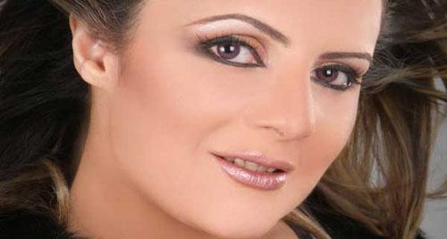 """"""" رفقا بأولادنا """" .. رانيا محمود ياسين تعلق على حادثة انتحار فتاة المول"""