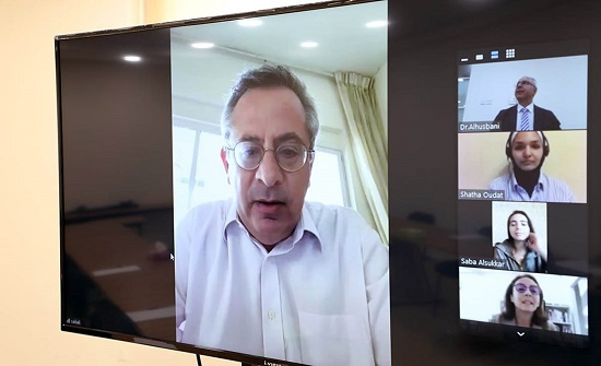 مدير قناة فرنسا 24 يحاور طلبة معهد الإعلام