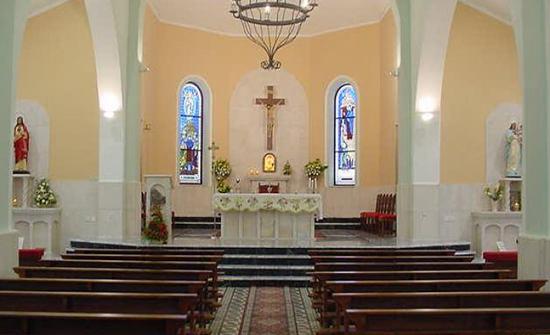 تعليق الصلوات في جميع كنائس المملكة أسبوعين