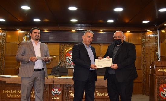 جامعة إربد الأهلية تكرم المشاركين في دورتين تدريبتين