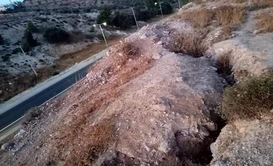 جرش: تصدعات جبل النبي هود خطر على السلامة العامة