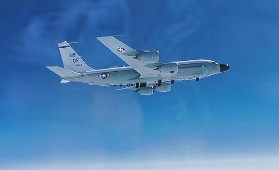 مقاتلة روسية تعترض طائرة تجسس أمريكية فوق المحيط الهادئ .. بالفيديو