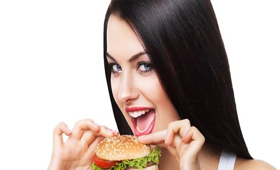 بعض الناس يأكلون ولا يسمنون.. فما السبب؟!