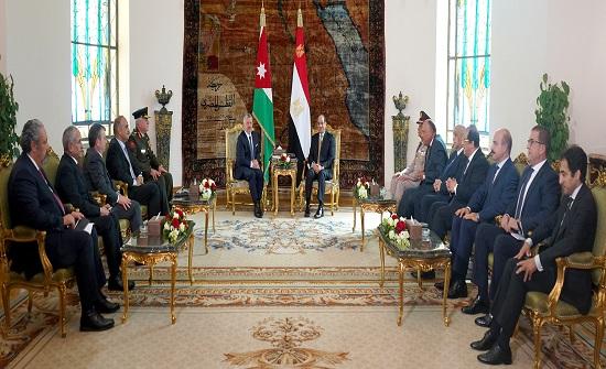 الملك يجري مباحثات مع السيسي في القاهرة - صور
