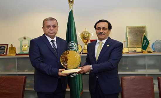 مدير الترخيص في الأمن العام يتسلم جائزة التميز الحكومي العربي