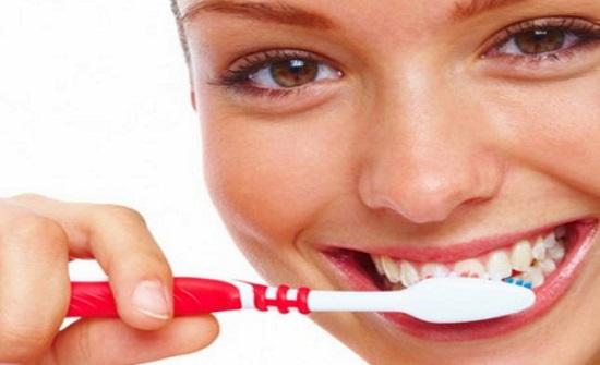 عدم تنظيف الأسنان يزيد فرص الإصابة بسرطان الفم