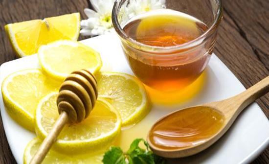 المعلقة السحرية من العسل و الليمون تساعد في معالجة التهاب الحلق وغيرها