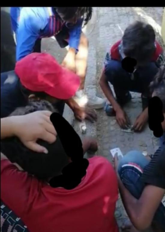 ضبط أحداث متسولين يمارسون القمار في عمان